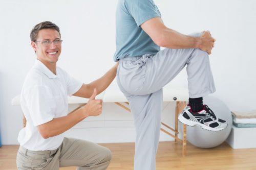 Выполнение гимнастики для суставов по Норбекову
