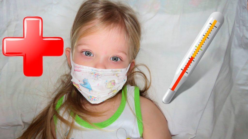 После прививки от гриппа поднялась температура: что делать?