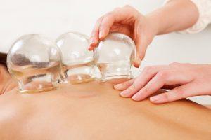 Баночный массаж для прогревания нервных корешков