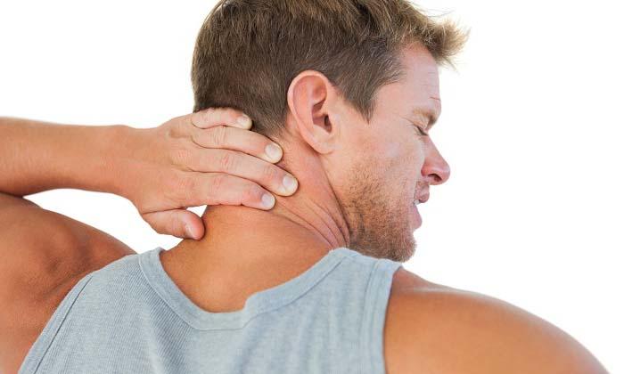 Возникновение боли при повороте шеи
