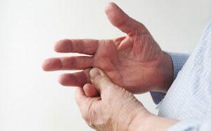 Боль при растяжении связки
