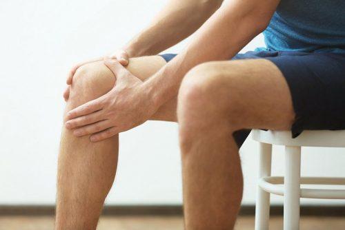Боль в колене в положении сидя