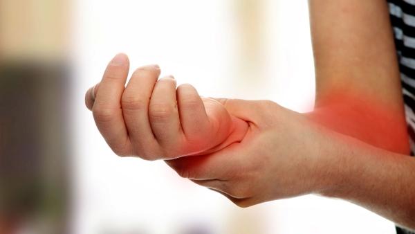 Возникновение боли в руке от локтя до кисти