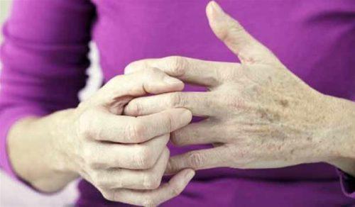 Болезненность суставов пальцев рук