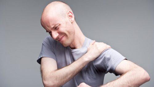 Боли в плече при заведении руки за спину