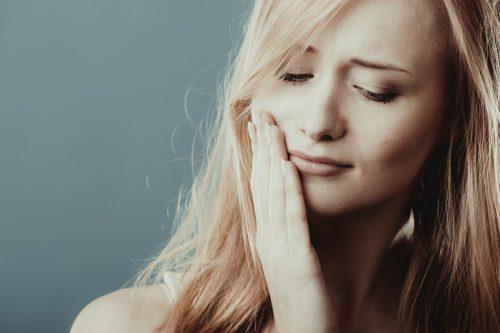 Звуки и ощущение хруста при жевании