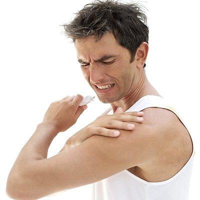 Нанесение геля на область воспаления