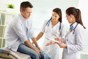 Обращение к врачу при боли в колене