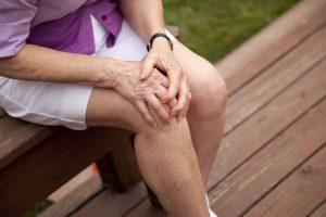 Ограничение подвижности коленного сустава при артрите