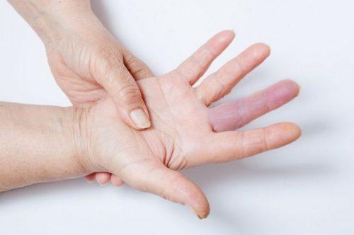 Онемение среднего пальца кисти