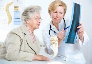 Увеличение риска остеопороза позвоночника в пожилом возрасте