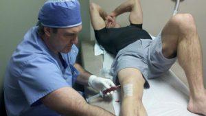 Проведение инъекции в коленный сустав в стерильных условиях