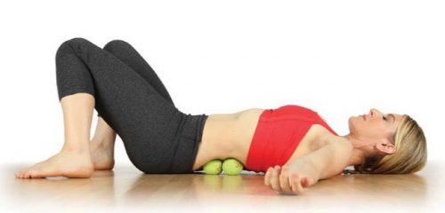 Расслабление мышц спины с помощью теннисных мячиков