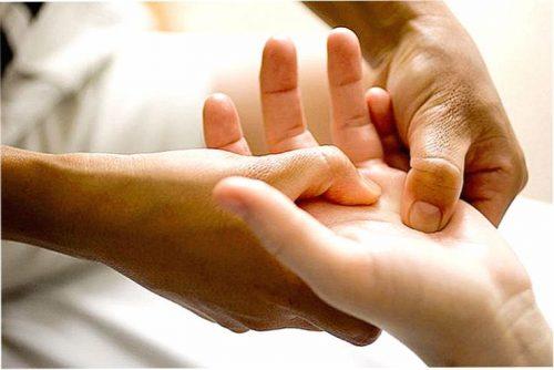 Растяжение связок пальца кисти руки