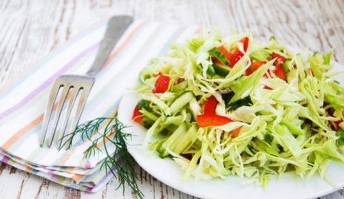Салат с перцем, капустой и огурцом