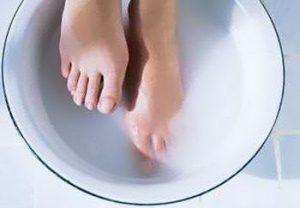 Ванночка с содой и солью для ног