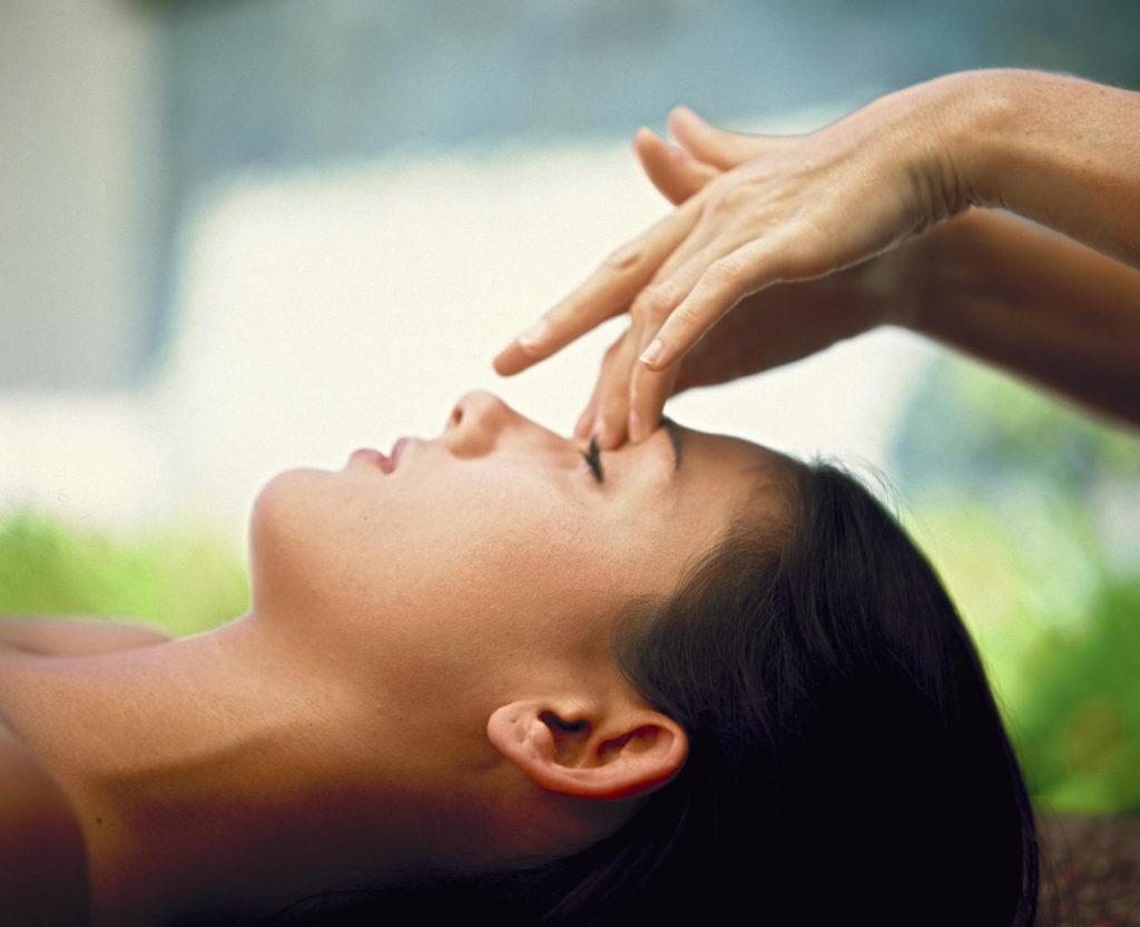 Точечный массаж при простуде и насморке