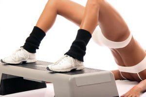 Eпражнение на степ платформе для тазобедренного сустава