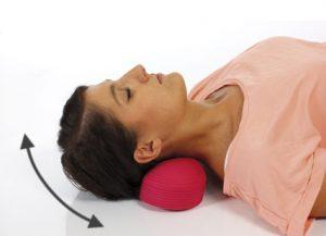 Упражнение с валиком под шею